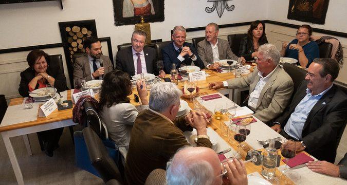 Los alcaldes piden prioridad para el Anillo y el muelle portuense