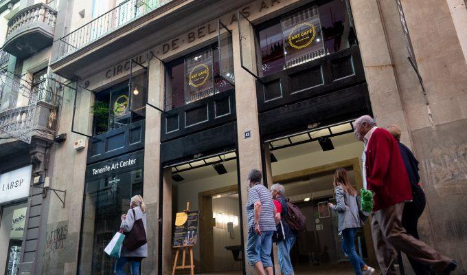 El Círculo de Bellas Artes desafía la orden municipal de cierre y se mantiene abierto