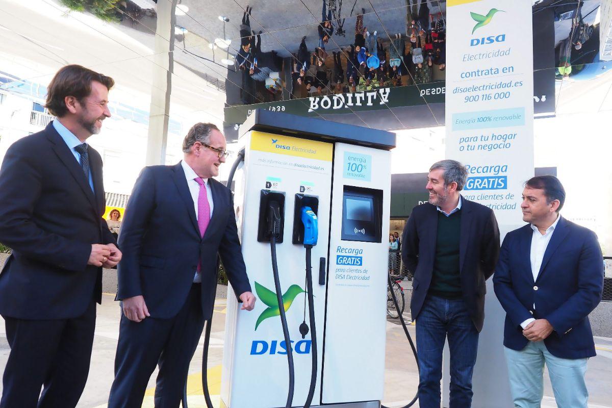 Así es la primera electrolinera inaugurada en Canarias. / SERGIO MÉNDEZ