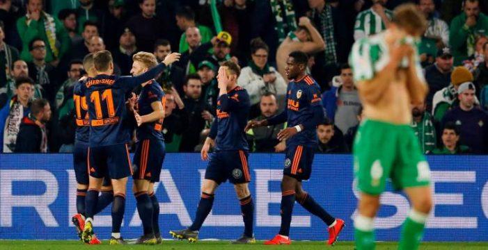 El Valencia remonta un 2-0  y Mestalla dictará sentencia