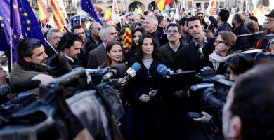 """Arrimadas (Cs) dice que en abril """"acabará la etapa negra del sanchismo"""" y el bipartidismo"""