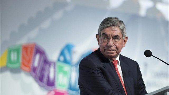 Denuncian por violación al premio Nobel de la Paz Óscar Arias