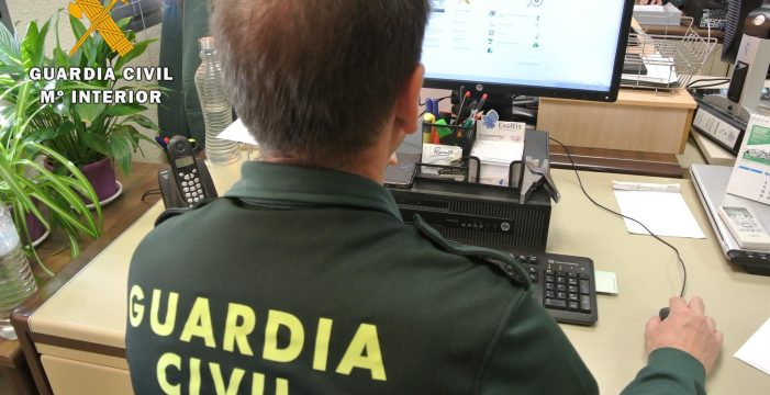 Desarticulan un grupo criminal que estafó 2.000 euros a un canario