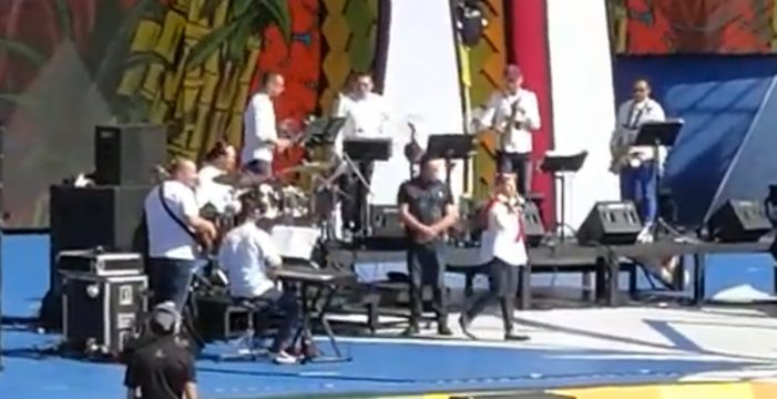 Echan a Manny Manuel del escenario del Carnaval de Las Palmas por cantar borracho