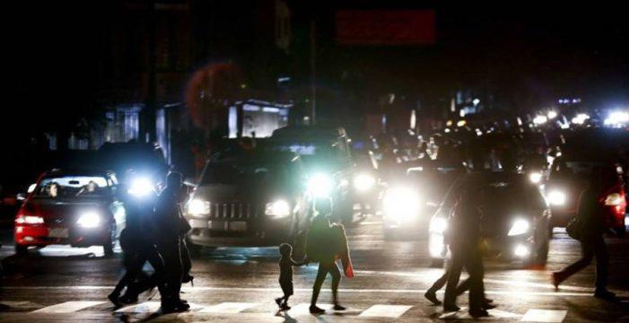 El gran apagón termina de fundir las luces al chavismo