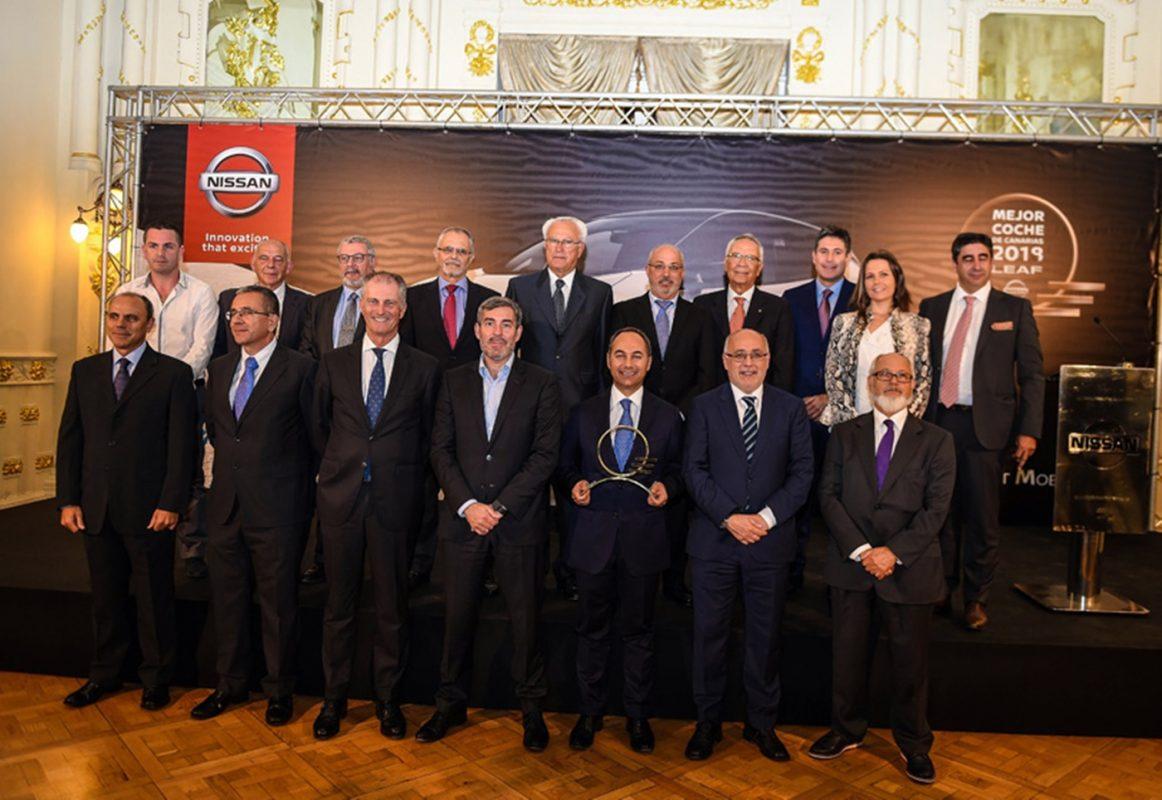 Autoridades y representantes de Nissan España, Arimotor, Brisas Motor y concesionarios Nissan duante la entrega al Leaf como Mejor Coche de Canarias 2019. | DA