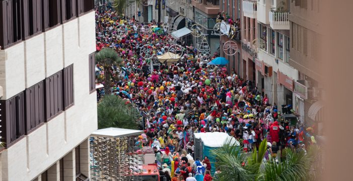 Colapso en Santa Cruz de Tenerife por un abarrotado segundo Carnaval de Día 2019