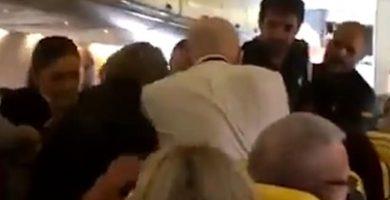 """Ryanair, sobre la pelea en el vuelo a Tenerife: """"No toleraremos comportamientos conflictivos"""""""