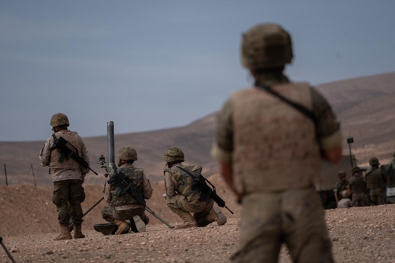 Imagen de ayer de las maniobras que se están realizando en los campos de instrucción de El Matorral y Pájara, en la isla de Fuerteventura. Fran Pallero