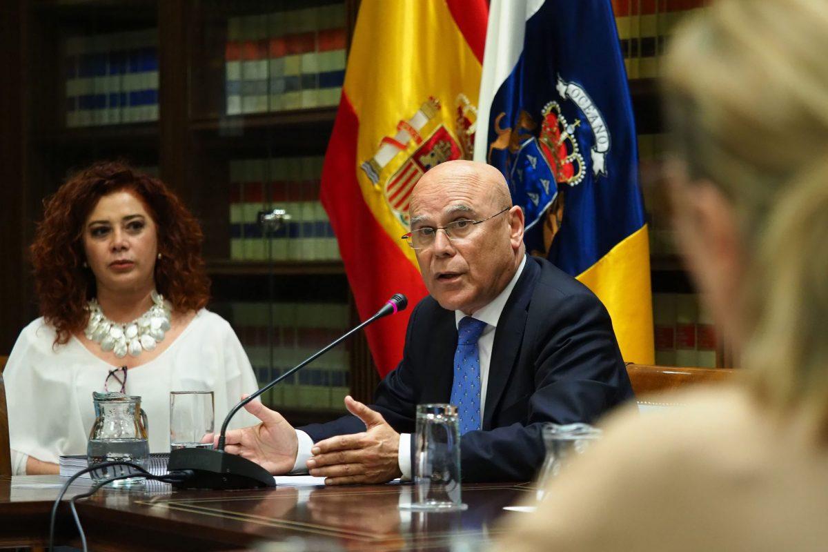 El diputado del Común, Rafael Yanes, ayer, durante su intervención en comisión parlamentaria.