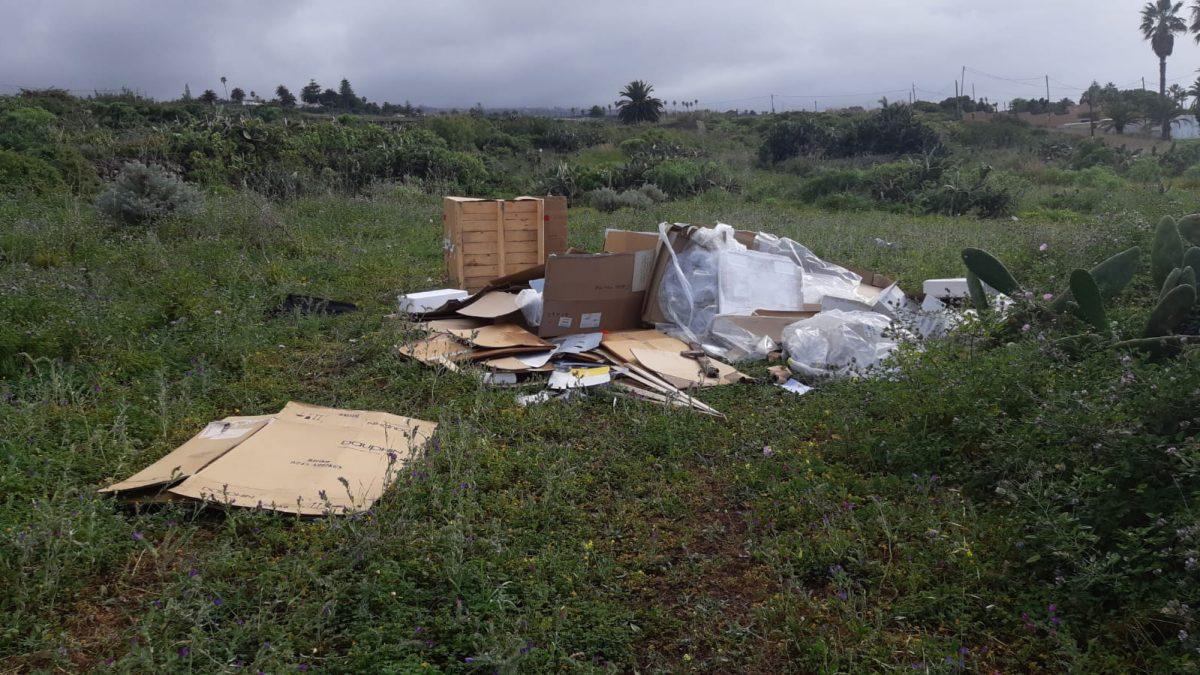 Una zona de Tacoronte donde muchas personas tiran basura de distinto tipo y de manera descontrolada. DA