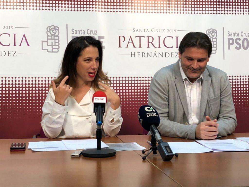 Patricia Hernández y José Ángel Martin, durante la rueda de prensa sobre el gasto extra en limpieza. / DA