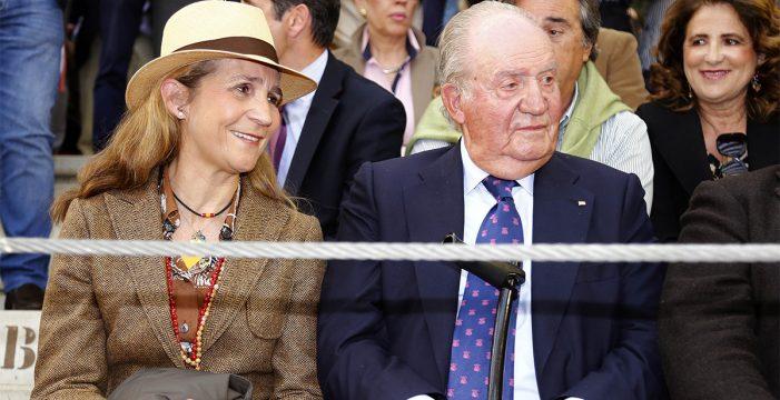 El rey Juan Carlos reaparece para disfrutar de una corrida de toros con su hija Elena