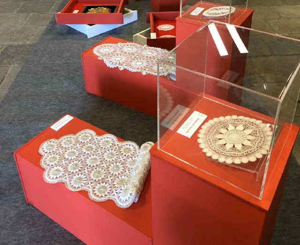 La roseta de Tenerife forma parte de una de las manifestaciones más antiguas del arte textil que aún hoy se conserva vigente en la Isla. / DA
