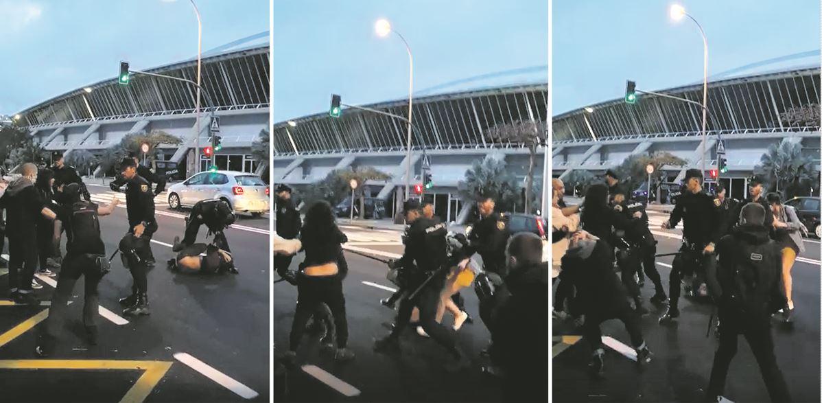 Imágenes de los forcejeos entre policías y manifestantes, ayer frente al Recinto Ferial. DA