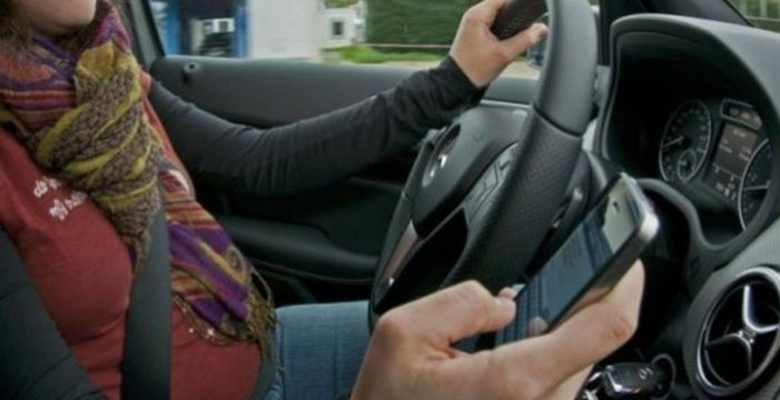 ¿Usas el móvil al volante? Solo el 14% de los conductores españoles lo reconocen