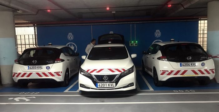 Tres Nissan Leaf 100% eléctricos para el uso en el área de Paisajes y Carreteras del Cabildo de Tenerife