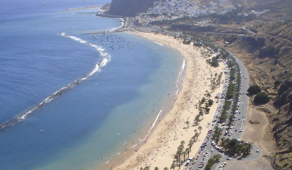 La sentencia del Supremo ratifica que el frente de playa es propiedad del Ayuntamiento de Santa Cruz. / DA