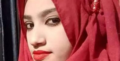 Sus compañeros la queman viva tras denunciar a su director por acoso sexual