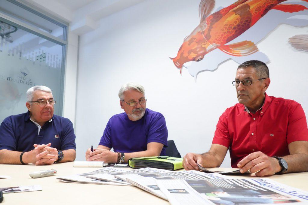 Luis Cosme Villegas Peña, Francisco José León Mora y José Luis Sánchez durante su visita a las instalaciones de DIARIO DE AVISOS. Sergio Méndez