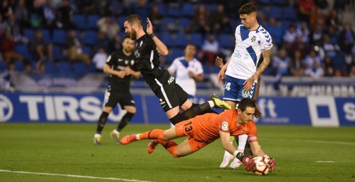 El Tenerife se empeña en jugar con fuego (0-1)