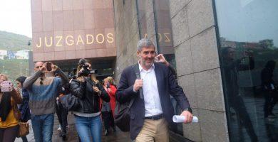 Clavijo a su salida de los juzgados de La Laguna tras declarar como imputado por el caso Grúas. | FOTO: Fran Pallero