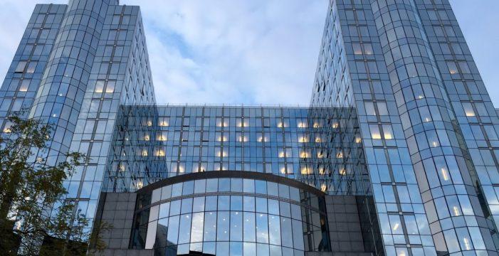 Bruselas pide más esfuerzos a Facebook, Twitter y Google contra la desinformación de cara a las europeas