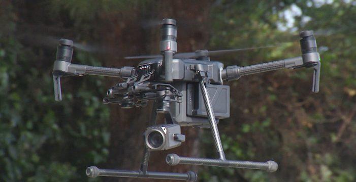 Los drones de la DGT pueden 'ver' dentro de tu coche con un zoom de 2 kilómetros