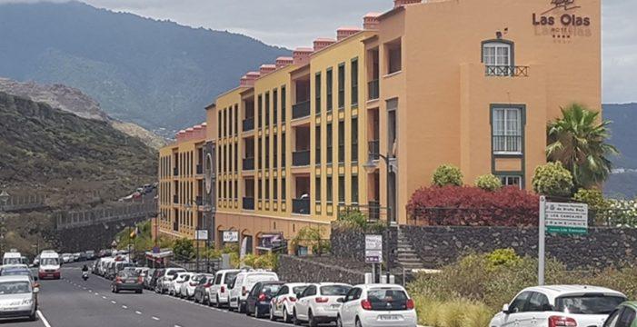 Concentración de protesta frente al hotel Las Olas por el despido de la mujer que denunció acoso sexual