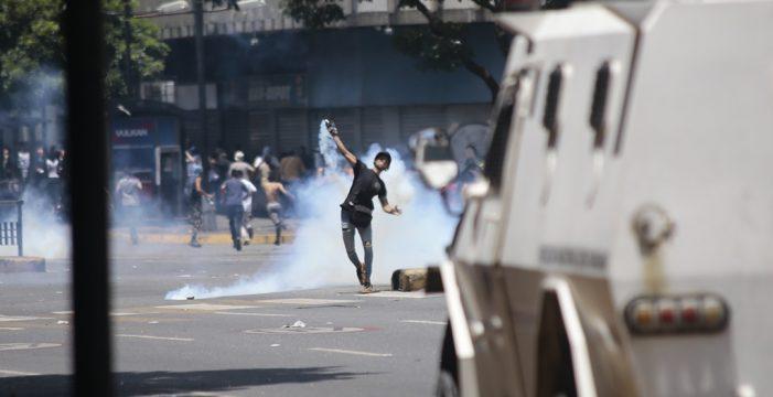 Decenas de heridos en la marcha por Caracas liderada por Guaidó y López