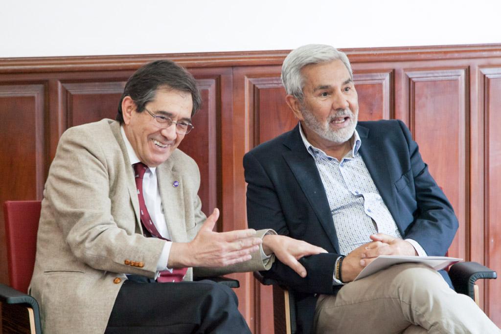 Antonio Martinón (izda.) y José Miguel Rodríguez Fraga, en la presentación de los cursos y talleres de la UVA. DA