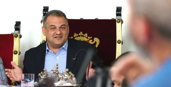 """Llaman """"incompetente"""" al alcalde lagunero por no aprobar el PGO"""