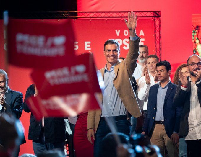 La Junta Electoral remite al fiscal las vallas contra Pedro Sánchez