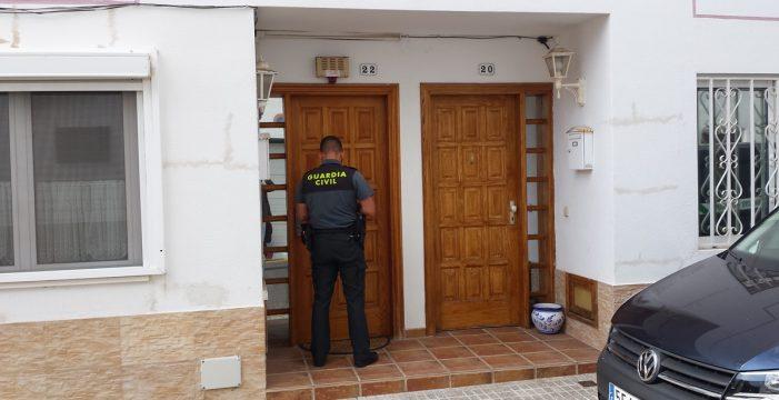 Canarias entrega al menor que sobrevivió al doble crimen de Adeje, a un cura investigado por abuso