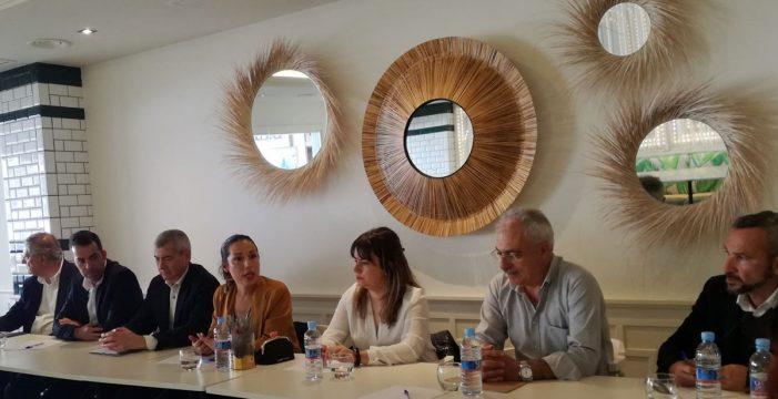 Patricia Hernández se reúne con empresarios del comercio, el ocio y el sector servicios capitalino
