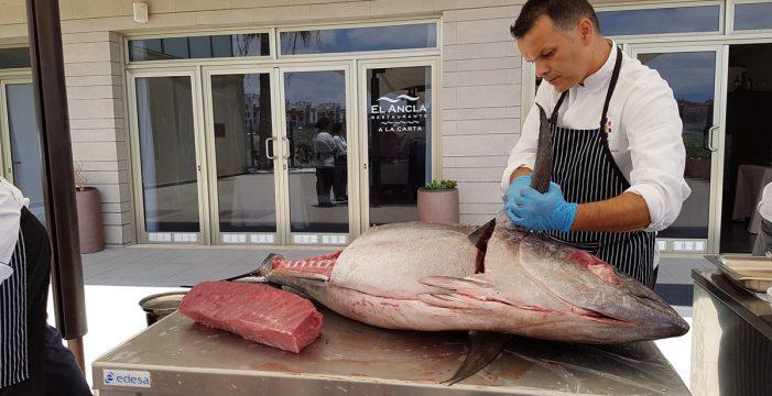 El muelle de Alcalá en Guía de Isora acoge un ronqueo del atún