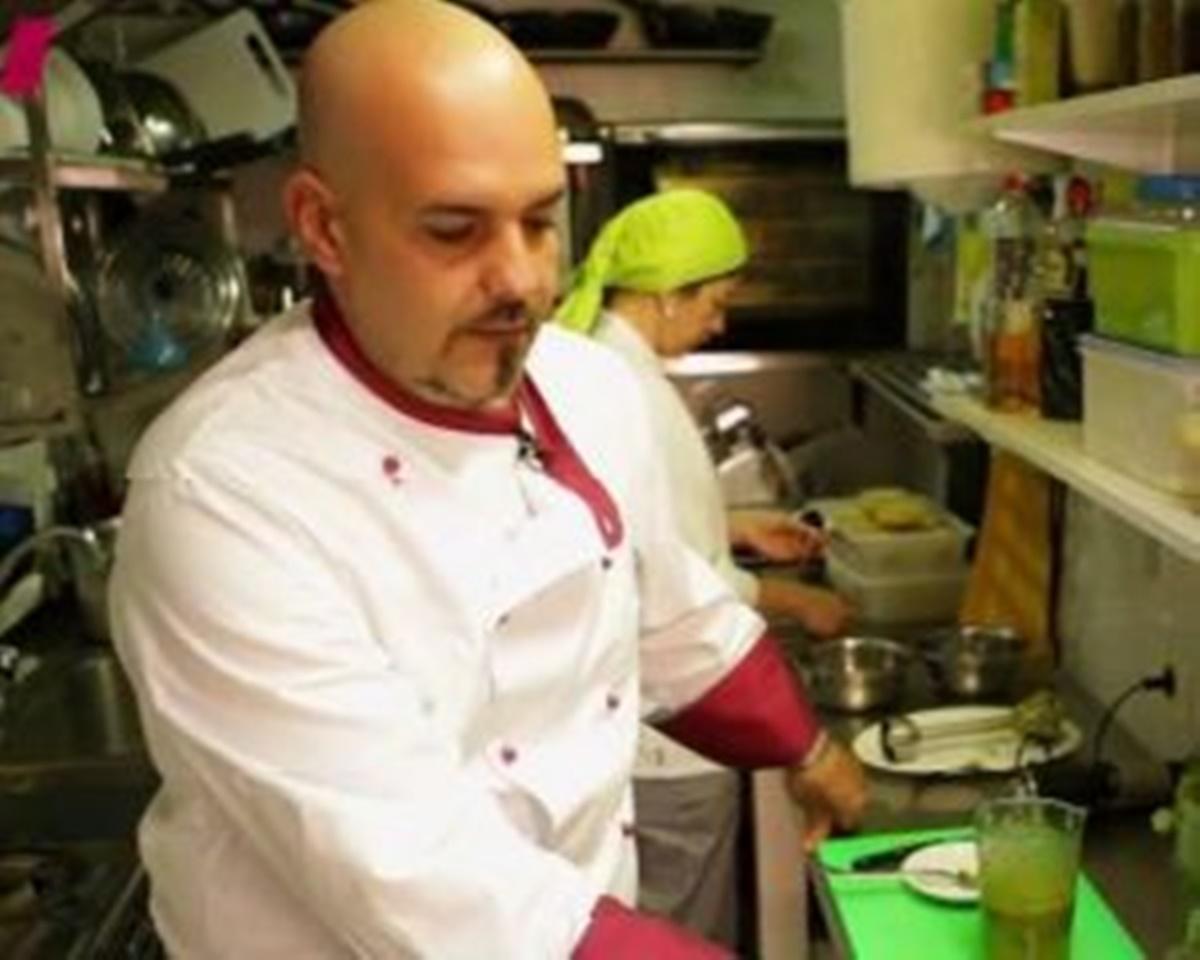 Sergio Acosta es el propietario del restaurante La Placita de San Andrés.   DA