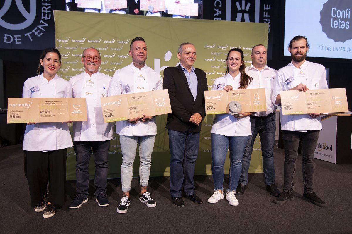 Laura Suárez González, del restaurante Haydeé de La Orotava, se convirtió ayer en la vencedora del cuarto Campeonato de Pastelería-Grupo Harinalia. DA