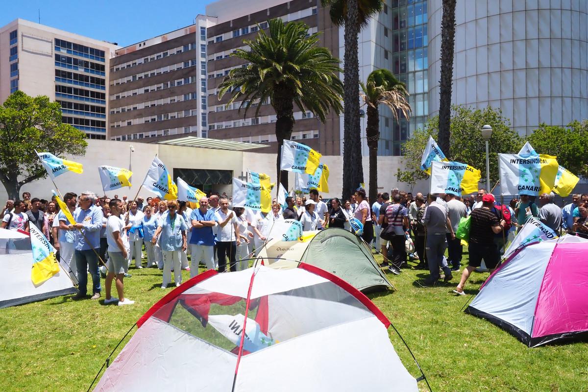 Concentración a las puertas del HUC. Sergio Méndez