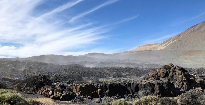 Estabilizado, pero no controlado, el incendio en el Parque Nacional del Teide