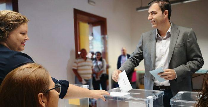 Los candidatos ejercen su derecho al voto en las elecciones del 26M