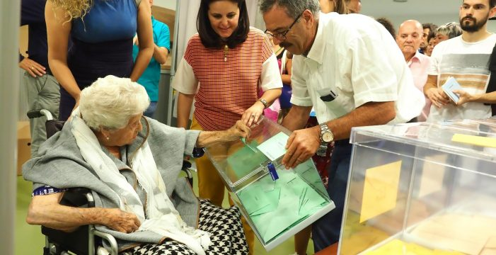 Esta santacrucera de 104 años no se pierde la jornada electoral