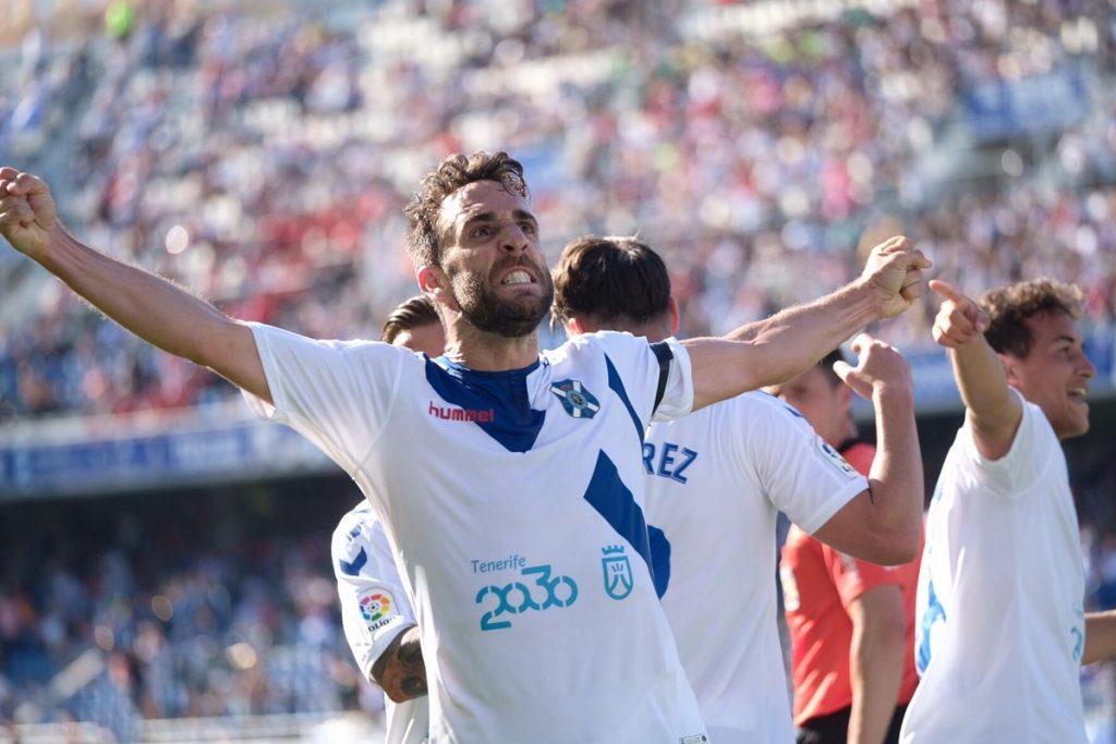 Carlos Ruiz celebra el segundo gol blanquiazul| FRAN PALLERO