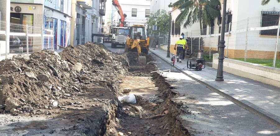 La calles trasera al Cabildo, de donde desaparecen también aparcamientos y desde donde ha tenido que desplazarse la parada de taxis de El Césped. | DA