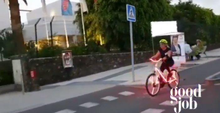 Esperanza Rivero, candidata de Movimiento del Pueblo a la Alcaldía de Adeje, se sube a la bici para hacer campaña