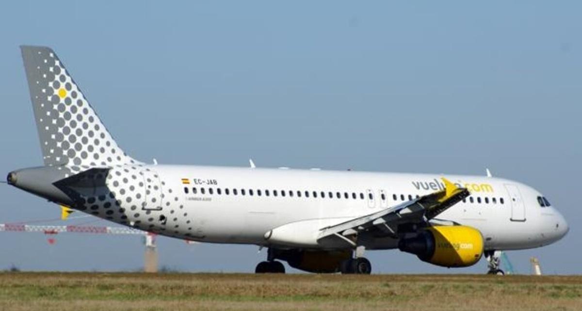 Avión de Vueling que tuvo que aterrizar de emergencia. Twitter de @lancelot_xbal