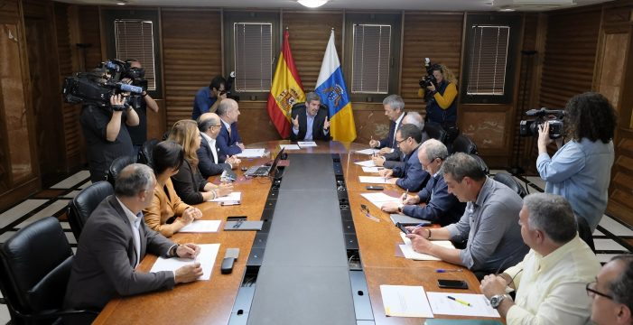 Clavijo emprende el gasto del superávit sin permiso de Madrid