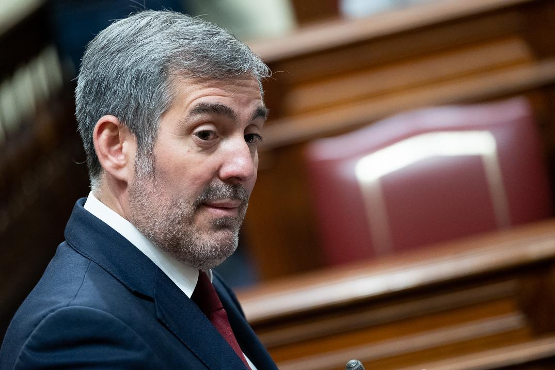 El presidente del Gobierno de Canarias y candidato de CC a reeditar el cargo en las próximas elecciones autonómicas del 26 de mayo, Fernando Clavijo, en una foto en el Parlamento regional. Fran Palllero