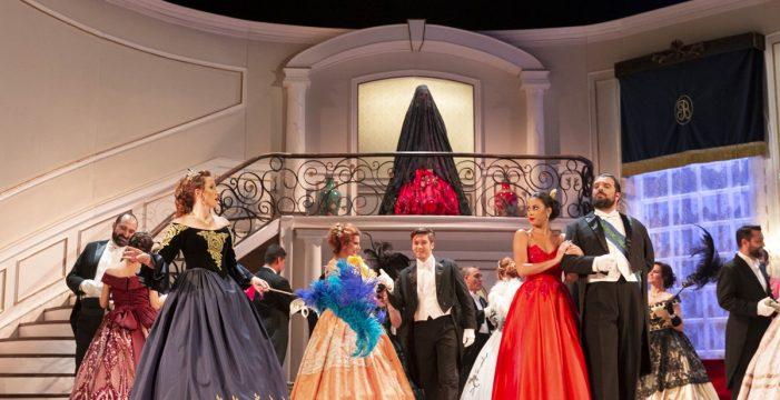 Ópera de Tenerife escenifica 'La traviata' en el Magma Arte & Congresos de Adeje