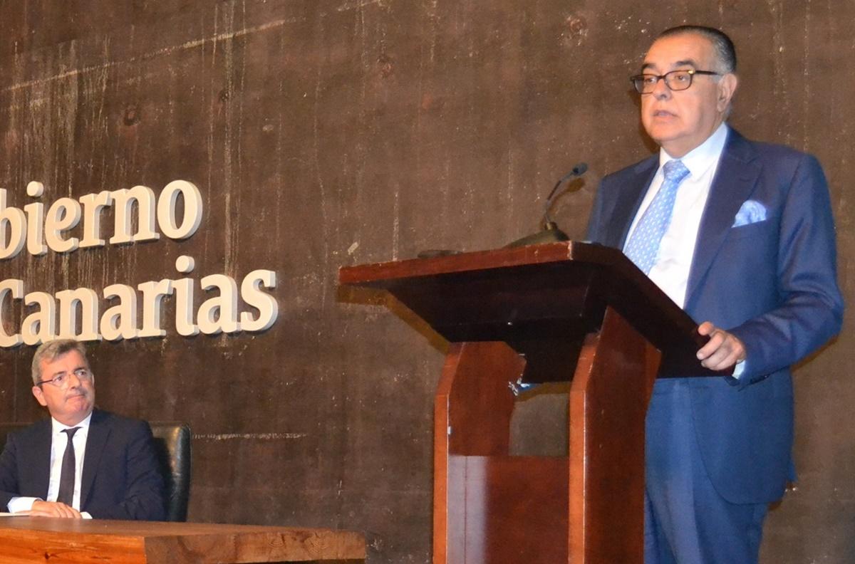 José Carlos Francisco, durante la presentación del libro 'La economía canaria en gráficos 2018'. DA
